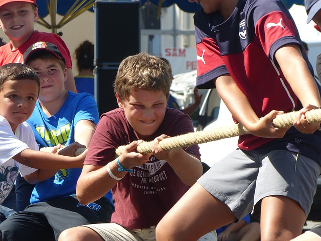 tug-of-war-2665148_640.jpg